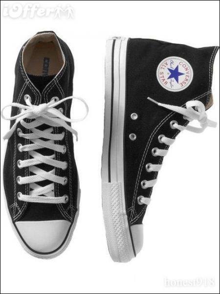 Quelle signature est apposée sur l'étiquette ronde de la Converse All-Star ?