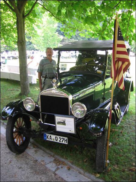Quel premier modèle de voiture, surnommée Lizzie, assure la célébrité de Ford à partir de 1908 ?