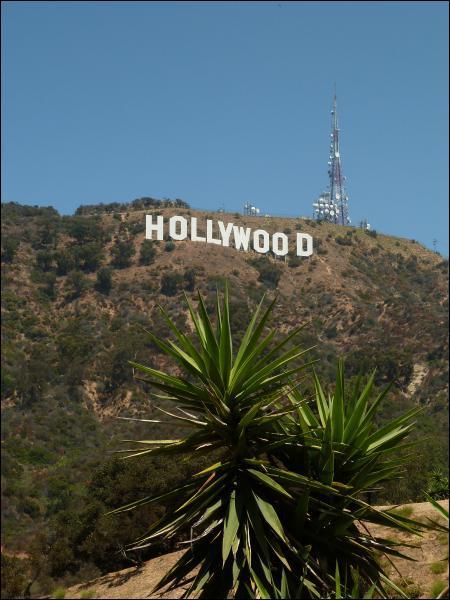 L'inscription Hollywood sur les collines de Los Angeles a été installée en 1932, mais dans quel but ?