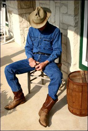 Pour qui le marchand allemand Levi Strauss a-t-il créé les jeans à rivets en 1873 ?