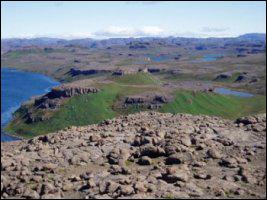 Le lac Zizi est un lac français de la péninsule Loranchet, à 445m d'altitude. Où se trouve-t-il exactement ?