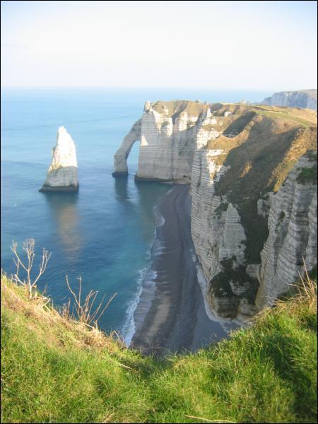 Où se trouvent les plus célèbres falaises de Haute Normandie ?