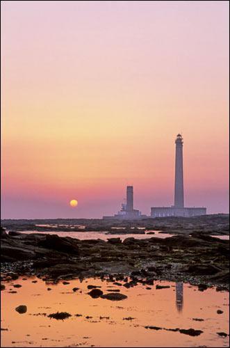 Quelle ville abrite le 2ème plus haut phare d'Europe (75m) ?