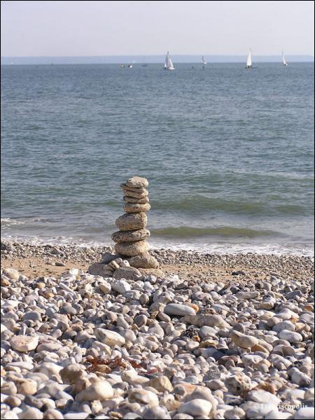 Parmi ces plages normandes, lesquelles sont constituées de galets ?