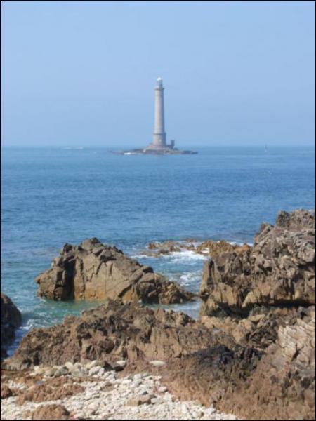 Quelles eaux bordent la Normandie ?