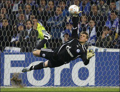 Après une bonne saison avec Schalke 04, dans quel club a signé Manuel Neuer ?