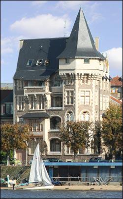 Quelles villes connues pour leurs eaux minérales se trouvent en Auvergne ?