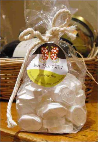 Quelle ville d'Auvergne a pour spécialité ces petits bonbons appelés pastilles ?