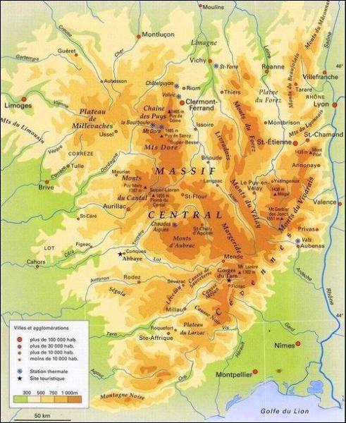 Sur quelle partie de l'Auvergne s'étend le Massif central ?