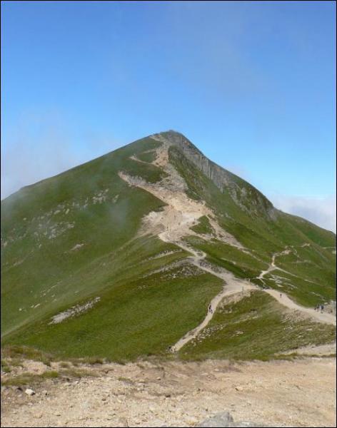 Quel est le plus haut sommet d'Auvergne, avec 1885 mètres ?