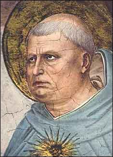 Il a fait ses études primaires chez les frères, à l'école Saint-Thomas d'Aquin à Paris.