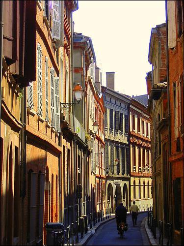 Combien d'habitants y a-t-il dans la ville de Toulouse (sans sa banlieue) ?