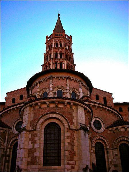 Quelle célèbre église romane se trouve à Toulouse ?