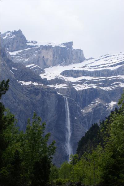Quel site spectaculaire se trouve dans ce parc des Pyrénées ?
