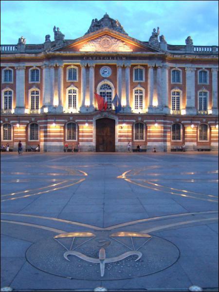 Quelle est la place la plus connue de Toulouse ?