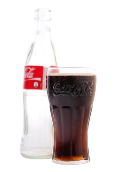 Quelle est cette boisson gazeuse américaine à l'étiquette rouge ?