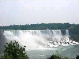 Mes chutes se situent en Amérique, je suis haute de 59 mètres, je suis un ensemble de 3 grandes chutes.