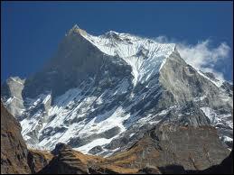 Je suis un mont me situant au Népal , faisant partie de l'Himalaya, conquis pour la première fois le 28 mars 1950.