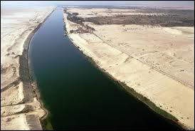 Je suis un canal reliant la mer Rouge à la mer Méditerranée, long de 193, 3 km et profond de 22, 5 m. J'ai été ouvert en 1869.