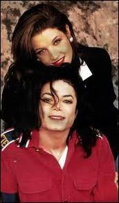 En 1994, avec la fille de quelle personne très connue le chanteur se marie-t-il ?