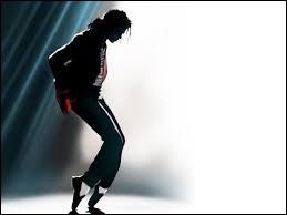 Sur quelle chanson a-t-il utilisé pour la première fois le célèbre pas de danse appelé ''moonwalk'' ?