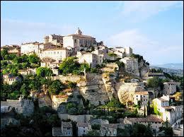 Magnifique petit village au coeur des Alpilles on y visite l'église saint Vincent et le Musée des Santons :