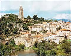 Quelle est cette ville connue pour son Festival d'art lyrique et ses calissons ?