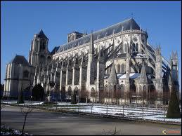 Quelle est cette ville connue pour ses Forestines à déguster, pour sa cathédrale et son Printemps ?