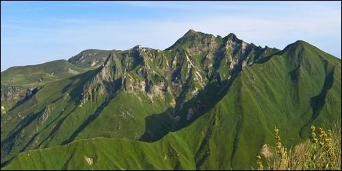Quel est le plus haut volcan d'Auvergne (1 886 m) ?