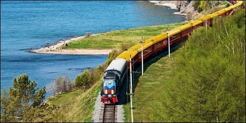Quelle ligne de chemin de fer relie Moscou à Vladivostok ?