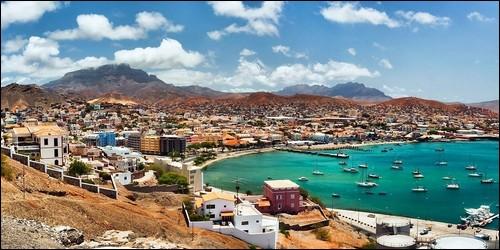 A quel archipel appartiennent les îles de Sao Vincente, Santiago, Fogo et Santo Antao ?