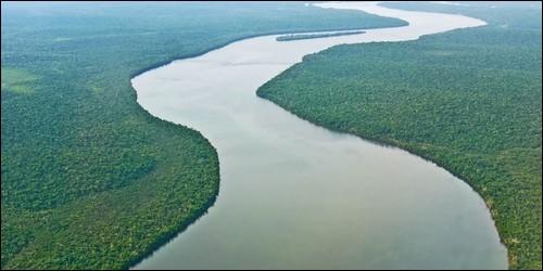 Un fleuve coule toujours vers la mer.