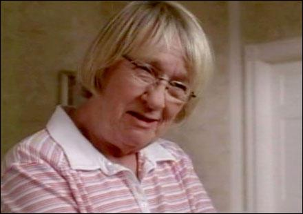 Quelle actrice interprète Karen McCluskey ?