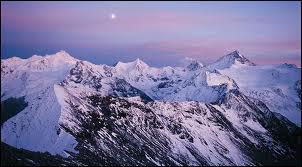 Combien le Valais compte-t-il de sommets de plus de 4'000 mètres ?