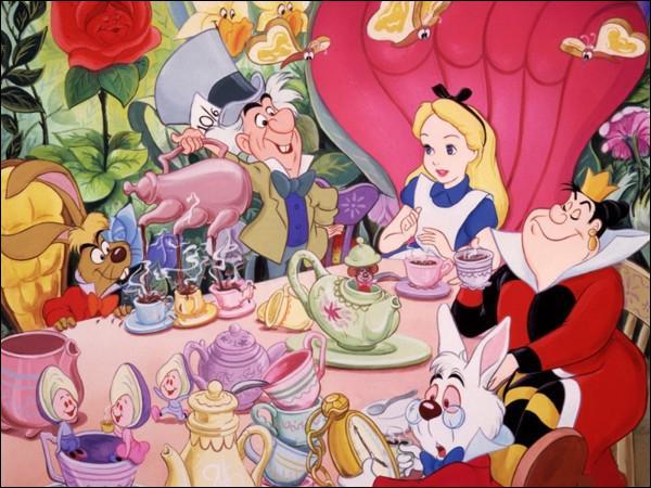 Qui sont les trois individus bizarres avec qui l'héroïne prend le thé ?