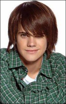 Comment s'appelle ce jeune acteur ?
