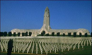 La bataille de Verdun eut lieu du 21 février au 19 décembre 1916 et opposa les armées française et allemande. Conçue par von Falkenhayn comme une bataille d'attrition pour :