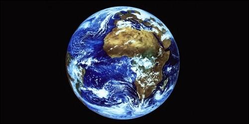 Quel âge a la Terre environ ?