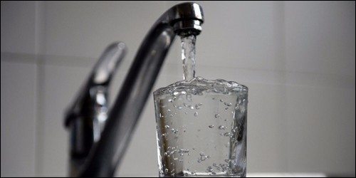 Tous les habitants du monde ont de l'eau du robinet chez eux.