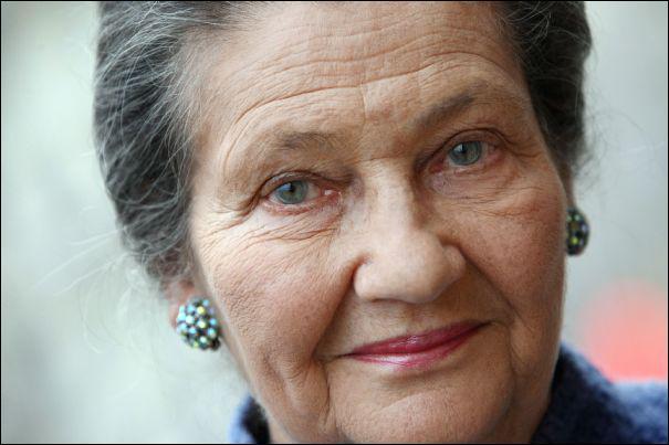 Simone Jacob, alors âgée de 16 ans, est arrêtée le 30 mars 1944 à Nice. Elle est envoyée au camp d'Auschwitz-Birkenau. Sous quel nom se faisait appeler Simone Veil en France ?