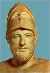 Périclès signifie littéralement 'entouré de gloire'. De quelle tribu faisait-il partie ?