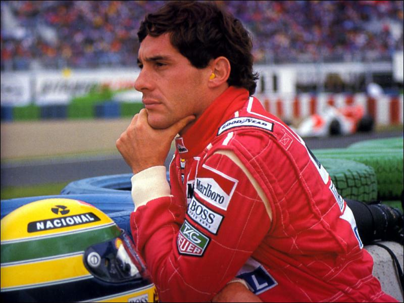 Triple champion du monde, il meurt suite à l'accident lors du Grand Prix de Saint-Marin. Il s'agit de ...