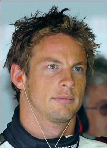 Il est champion du monde en 2009. Il était le coéquipier de Lewis Hamilton. Il s'agit de ...