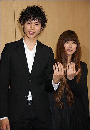 Avec quelle chanteuse s'est-il marié le 22 février 2009 ?