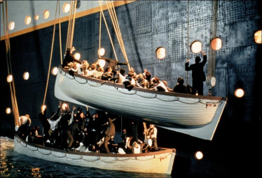 Combien de canots de sauvetage étaient disponibles à son bord ?