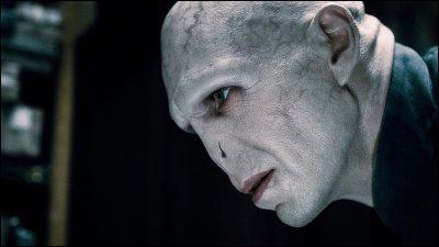 Après que Rogue et McGonagall se soient battus, qu'annonce Voldemort à tout le monde ?
