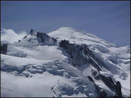 Quelle est l'altitude du Mont Blanc ?