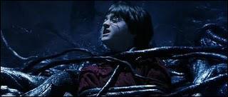 Lorsque Ron est piégé dans le Filet du Diable, quelle est la phrase dont se souvient Hermione, qu'elle a lu en Herbologie ?