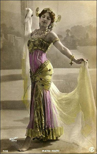 Dans le contexte de la 1ère Guerre Mondiale, Mata Hari est tombée follement amoureuse d'un pilote de chasse qui fut blessé pendant la guerre. De quelle nationalité cet homme était-il ?