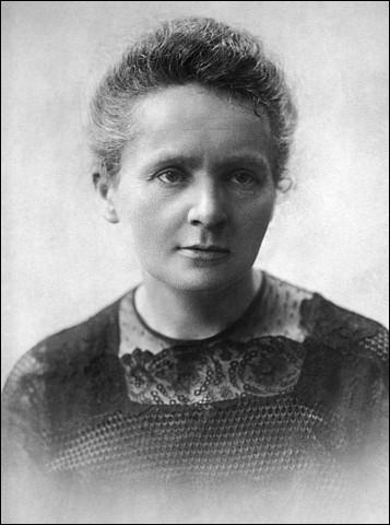 En 1891, Marie Curie, née Sklodowska, s'installa à Paris. Mais par quel moyen ?